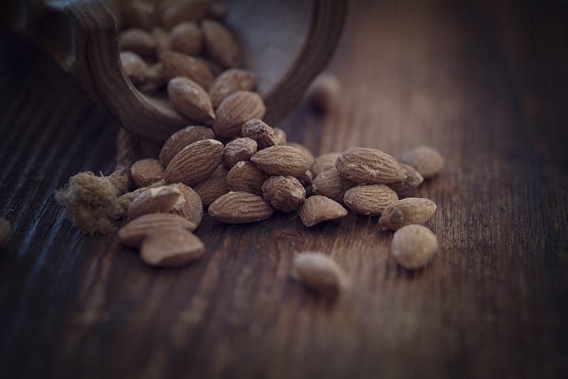 almonds-1266848_1280