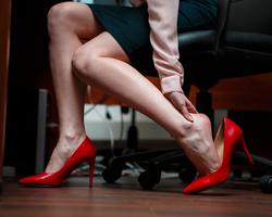 【ネイリスト必見】座りっぱなしの仕事で起こる脚のむくみの解消法