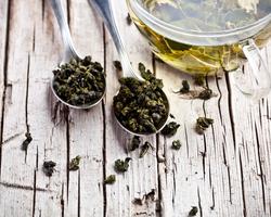 あの有名モデルも使ってる!緑茶の驚くべき美容効果!
