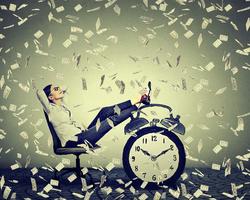 目指せ月収30万!ネイリストの給料をアップさせる4つの方法