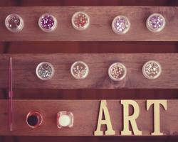 年齢層やジャンルで変わるお客様の好みのアートをマルチにデザインするには