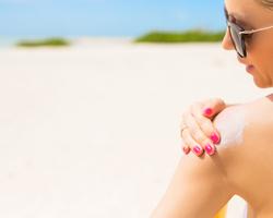ふっくら輝く肩の女性になろう!夏も手放せない香りも素敵なボディクリームの活用法