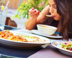 食べ過ぎの原因は「心」にあり?食べ過ぎない為の心の整え方