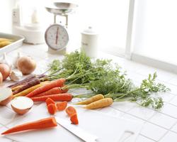 野菜くずが美味しい出汁に!栄養たっぷりベジブロスの作り方