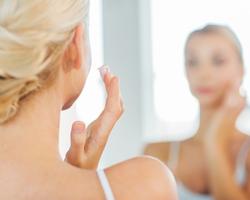 敏感肌に日焼け止めは使える?コスメやクレンジングを選ぶときに気をつけるべきこととは