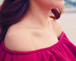 女性らしさアップのために!デコルテラインを綺麗にみせる鎖骨のリンパマッサージ