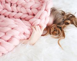 しっかり寝たのに昼間も眠い・・・春の眠気の原因と対処法について